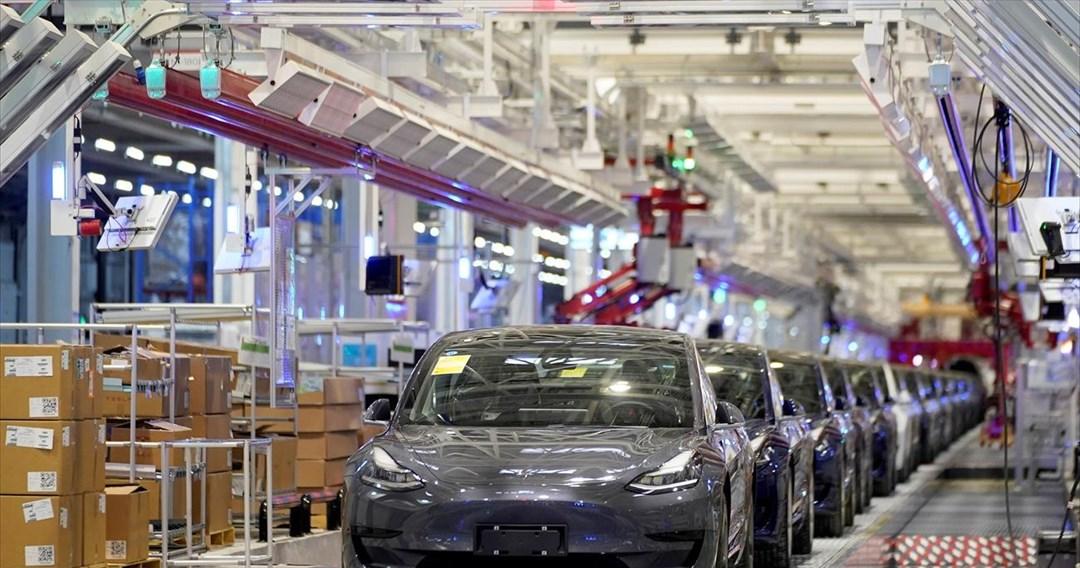 Η Tesla «απολύει» τα ρομπότ από το νέο εργοστάσιο αυτοκινήτων στη Γερμανία