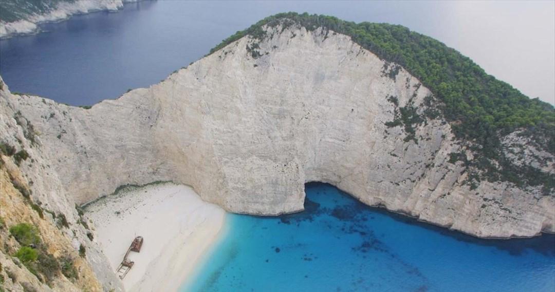 15 ελληνικά νησιά για τις καλοκαιρινές διακοπές