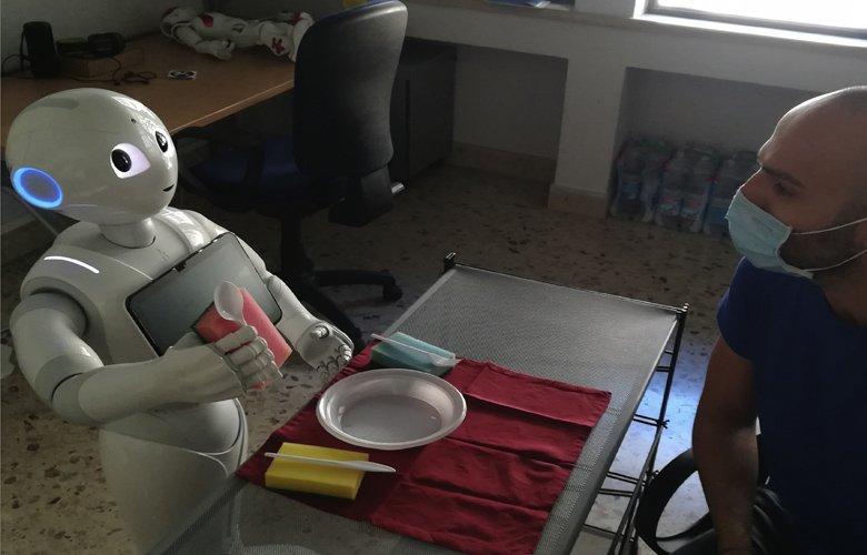 Ο Pepper έγινε το πρώτο ρομπότ το οποίο… μιλάει στον εαυτό του φωναχτά – News.gr