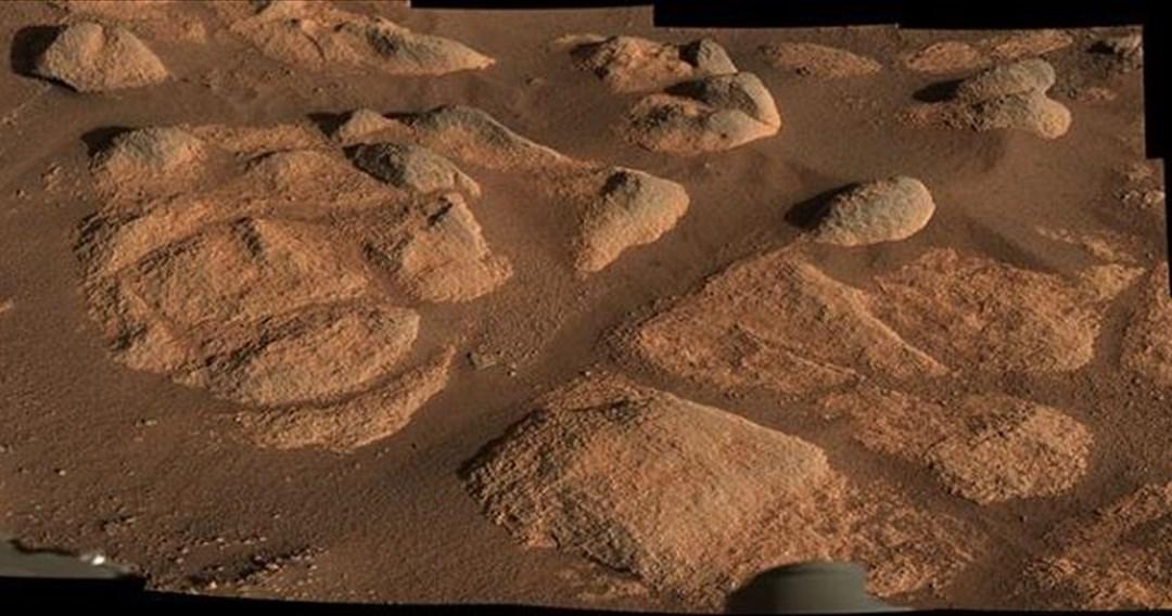 Έπιασε δουλειά ο ρομποτικός εξερευνητής της NASA στον Άρη και εντόπισε μυστηριώδη πετρώματα