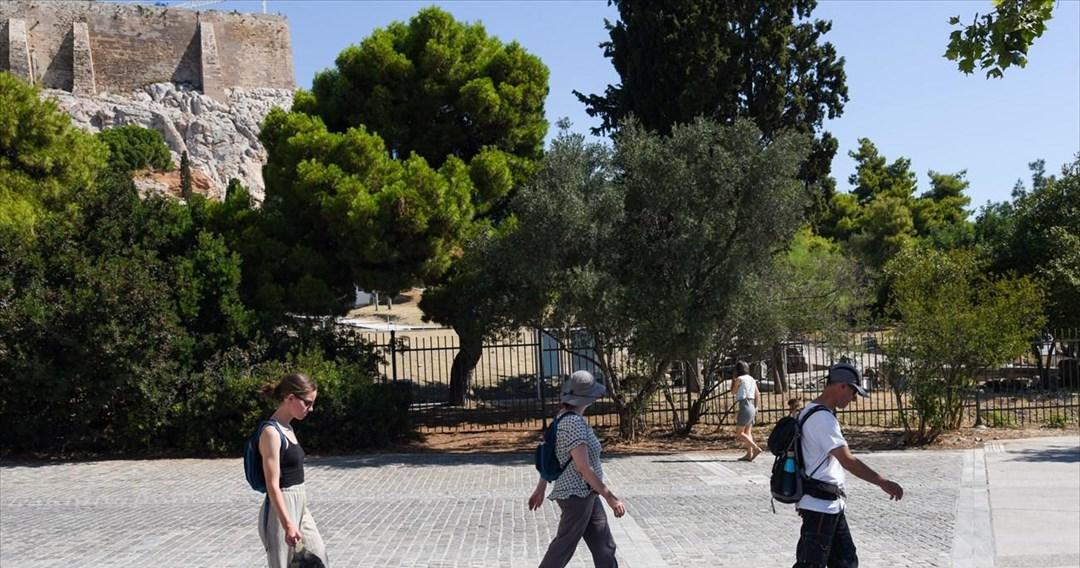 Με κλιμακωτό ρυθμό η φετινή τουριστική σεζόν στην Ελλάδα