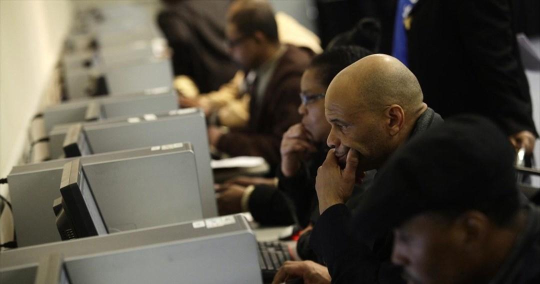 Στο χαμηλότερο επίπεδο από τον Μάρτιο 2020 οι αιτήσεις ανεργίας